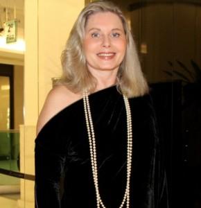 Vera Fischer aparece pela primeira vez depois de cirurgia plástica