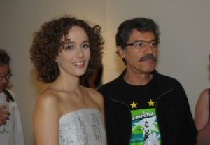 Camila Pitanga comemora aniversário em mostra de Mana Bernardes no Rio