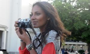 Emanuela de Paula vai fotografar a campanha de verão 2013 da Forum!