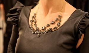 Muito ouro: só deu dourado nos acessórios das glamurettes no Shopping JK Iguatemi