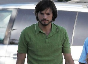 Glamurama tem a primeira imagem de Ashton Kutcher como Steve Jobs