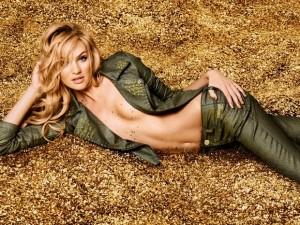 Candice Swanepoel será a estrela da festa da Colcci