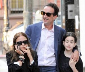 Mary-Kate Olsen em programa família com Olivier Sarkozy e filha