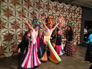 """Homenagem a """"Priscilla, a Rainha do Deserto"""" causa frisson na Bienal"""