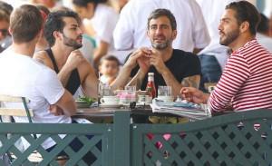 Marc Jacobs almoça com o ex e o atual namorado – ambos brasileiros – em NY