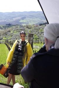 Nos bastidores da nova campanha da Fendi, com Karl Lagerfeld