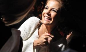 A atriz Nívea Stelmann conta que pediu marido para Santo Antônio