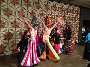 """Uma turma de drag queens do musical """"Priscilla, a Rainha do Deserto"""" parou a SPFW"""