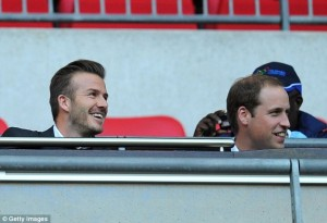 David Beckham assiste ao jogo da seleção inglesa com o príncipe William