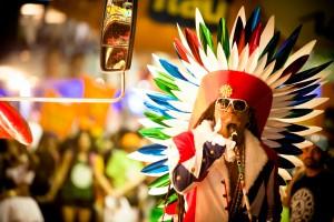 Carlinhos Brown faz Carnaval para 200 mil pessoas na Espanha