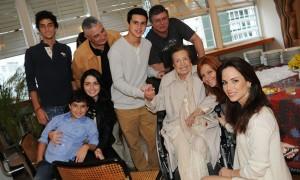 Regina Boni reuniu a família para comemorar seus 70 anos