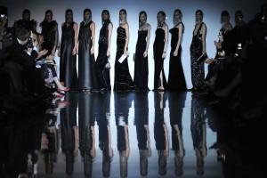 Armani Privé desfila na Semana de Moda de alta costura de Paris