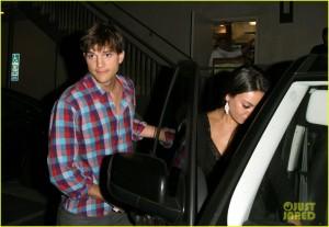 Ashton Kutcher e Mila Kunis continuam em clima de romance. Ai, ai…