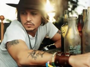 Sabe qual o próximo filme de Johnny Depp? Siga as pistas!