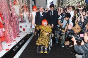 A vitrine da Louis Vuitton com colaboração de Yayoi Kusama