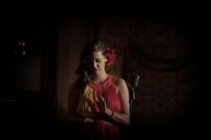 Tiê lança clipe com Dudu Bertholini interpretando um latin lover