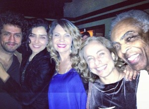 Elba Ramalho comemora aniversário com Gilberto Gil e Letícia Sabatella