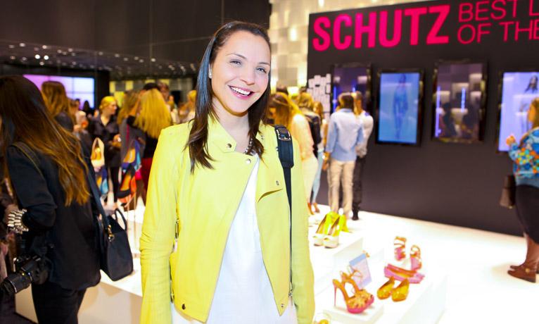 f7d7d4dde97 Turma boa conferiu o lançamento da coleção de verão da Schutz ...