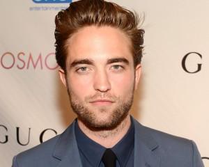 Pattinson enfrenta o primeiro tapete vermelho depois de sofrer traição