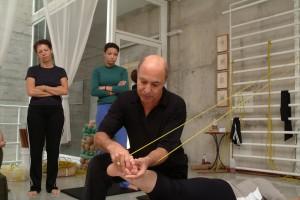Bela postura: Ivaldo Bertazzo faz workshop na Bienal do Livro