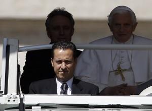 Quem pode mais? O papa Bento XVI ou seu mordomo, Paolo Gabriele?