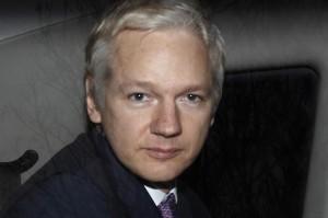 Conseguirá Assange embarcar para o Equador, onde conseguiu asilo político?
