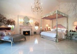 Ozzy Osbourne colocou sua casa na Califórnia para alugar. Interessou?