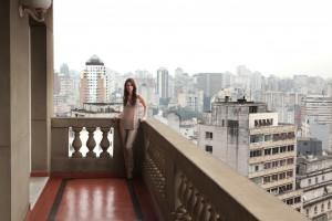 Confira a doçura e beleza de Laura Neiva para revista da Bobstore
