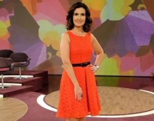 Fátima Bernardes muda o figurino para ficar mais próxima ao público
