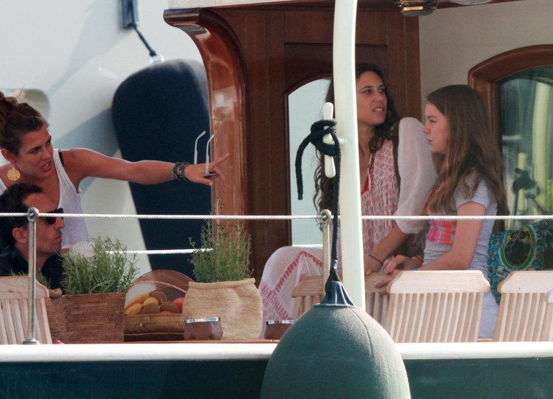 As férias de Caroline de Mônaco, filhos, genros e noras na Córsega