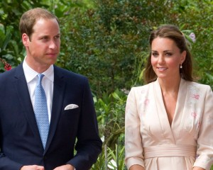 Príncipe William e Kate Middleton desembarcam em Cingapura