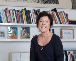Laura Marsiaj arma almoço para artista e curadores. Aos detalhes