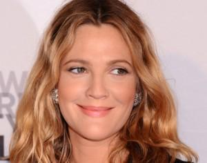 Drew Barrymore, grávida de oito meses, revela que quer muitos filhos