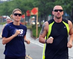 """Heidi Klum admite em rede nacional: """"Sim, estou com meu guarda-costas"""""""