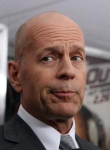 Apple provoca a fúria de Bruce Willis, que parte para o ataque. Confira!
