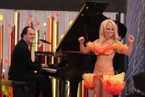 Pamela Anderson com o neto de Jobim? Vem ver o que Luciano Huck armou