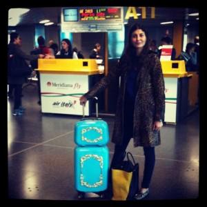Giovanna Battaglia arrasa pelos aeroportos com certa mala