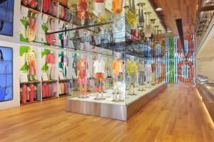 Uniqlo abre loja de 43 mil metros quadrados em shopping dos EUA