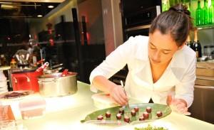 A KitchenAid apresentou nessa terça-feira o projeto Cook for the Cure, em prol da prevenção ao câncer de mama, na loja-conceito da marca na alameda Gabriel Monteiro da Silva, em São Paulo.