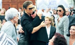 Emoção e saudade regem a missa de Hebe Camargo em SP