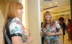 Estilista Nicole Miller lança nova linha de sua marca com cocktail em SP