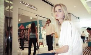 Glamurettes conferem lançamento da Cia Marítima no JK Iguatemi