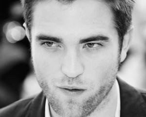 O vampiro ataca novamente. Robert Pattinson é o novo rosto da Dior