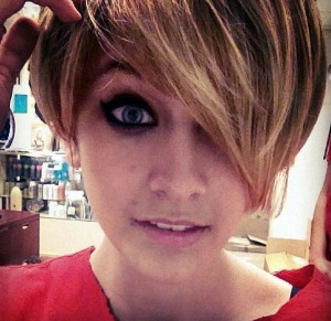 Paris Jackson imita look de Miley Cyrus e publica foto no Instagram