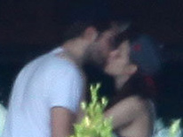 Enfim o beijo de Kristen Stewart e Robert Pattinson após o perdão