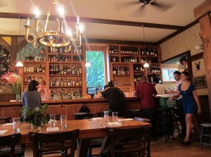 Canal NY: Allswell, um restaurante aconchegante no Brooklyn