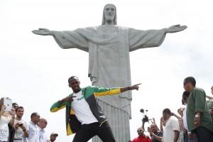 Usain Bolt não ficou parado nem um segundo durante visita ao Rio