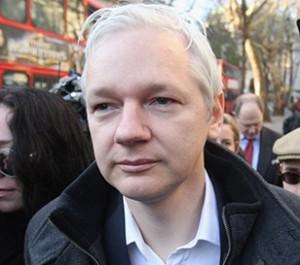 Julian Assange ganha nova aliada em Londres: Vivienne Westwood