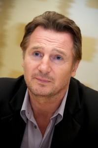 Críticas negativas alavancam sucesso de Liam Neeson. Aos detalhes