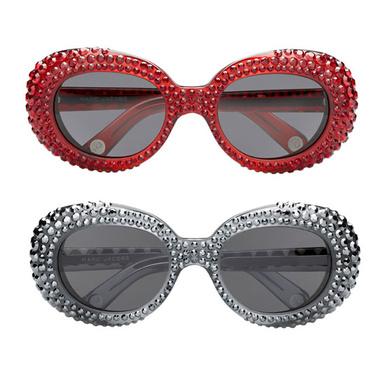 5acff6d552be7 Marc Jacobs lança edição limitada de óculos que prometem brilhar muito  neste verão